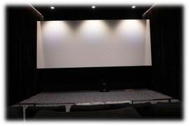 l'écran et la scène de la salle 3 du cinema eden 3