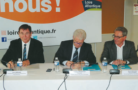 Hervé Bréhier signe le Contrat de Territoire