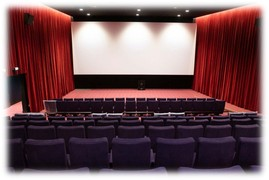 l'écran et la scène de la salle 2 du cinema eden 3