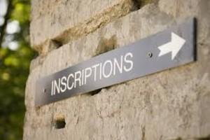 Panneau d'inscriptions