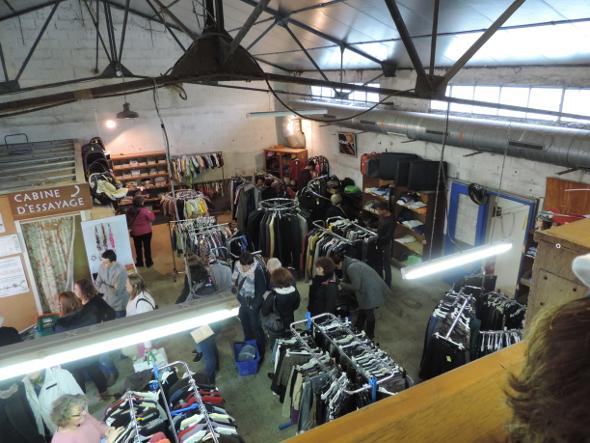 Zone vêtements de la boutique de trocantons