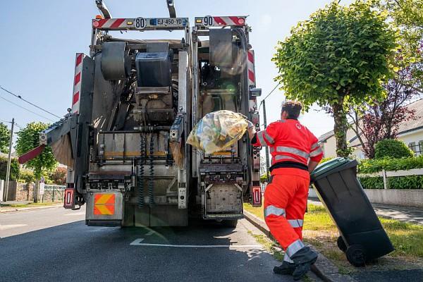 Camion de ramassage de poubelles